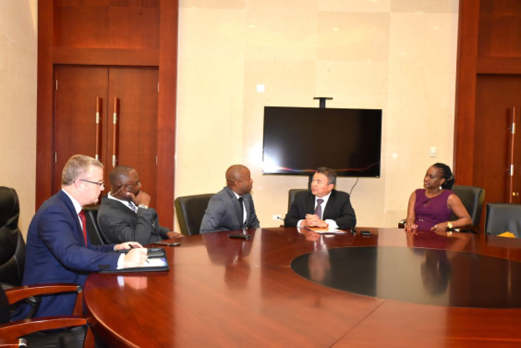 Henfield attends bilateral meetings with OAS