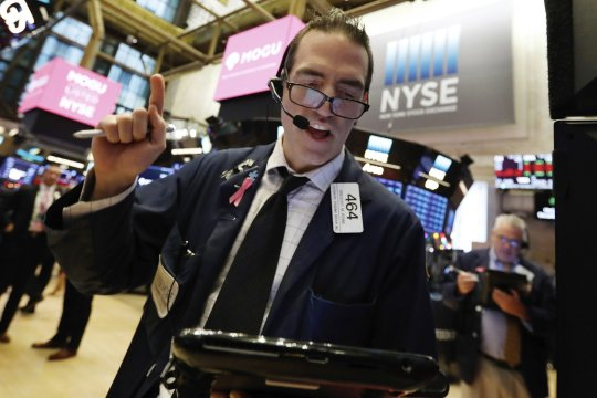 US stocks claw back from an early plunge on Fed report