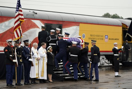 Thousands salute Bush funeral train 4141 on final Texas ride