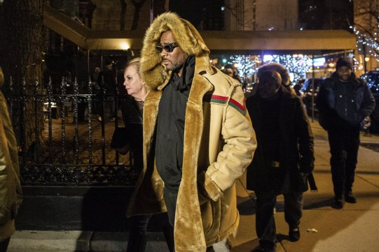 R. Kelly insiders may have helped R&B star with sexual abuse