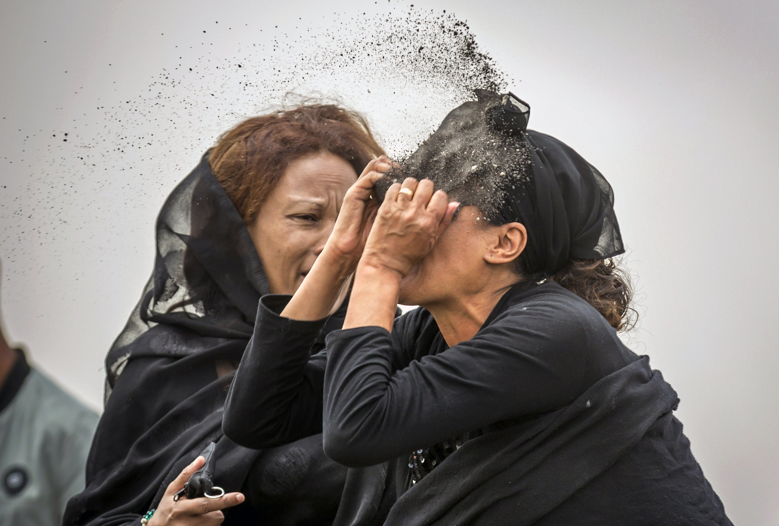 Anguished families of crash victims find nothing to bury