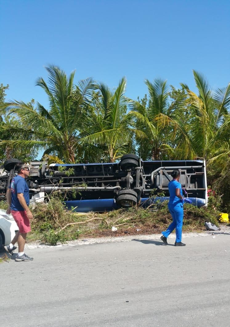 Bus accident in Eleuthera leaves tourists injured