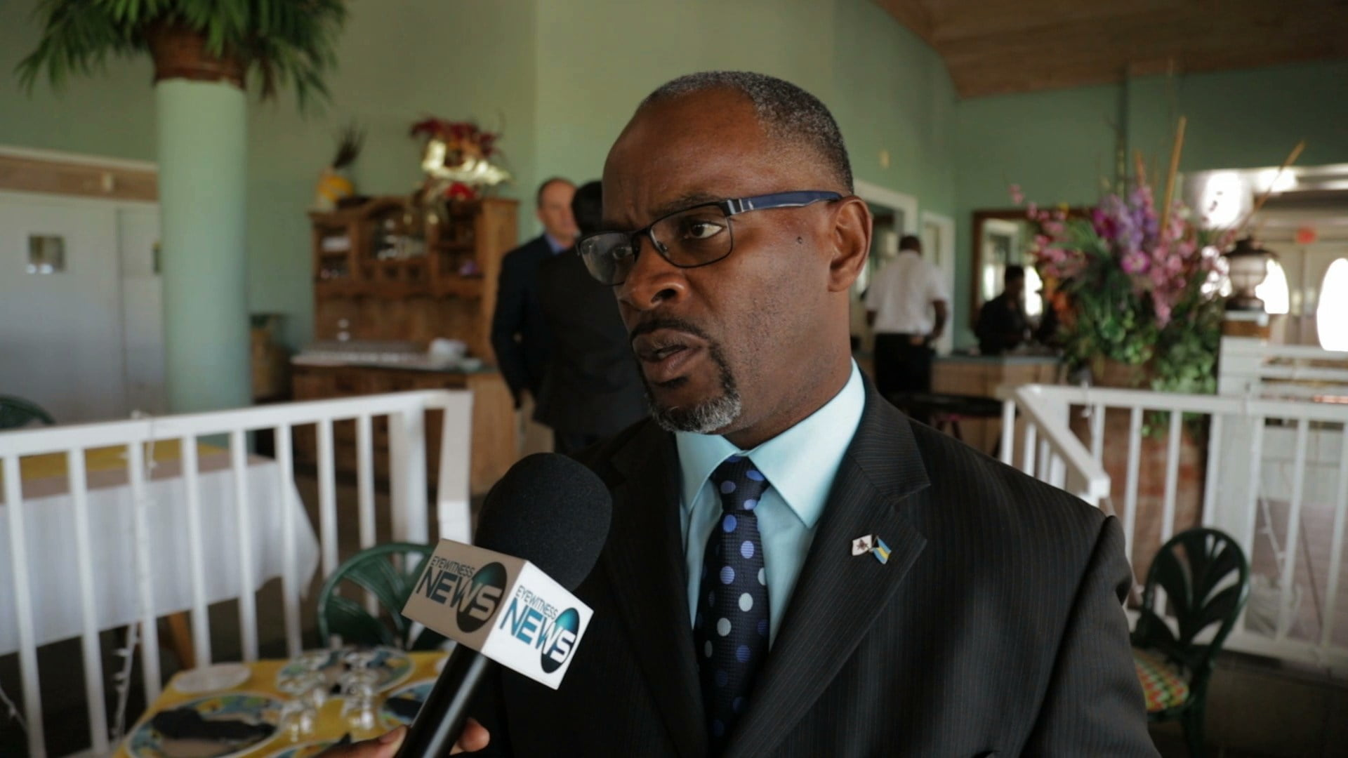 Lewis urges Farm shantytown residents to leave