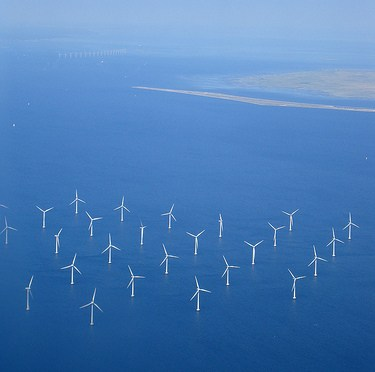 wind generated electricity 洋上の風力発電機群