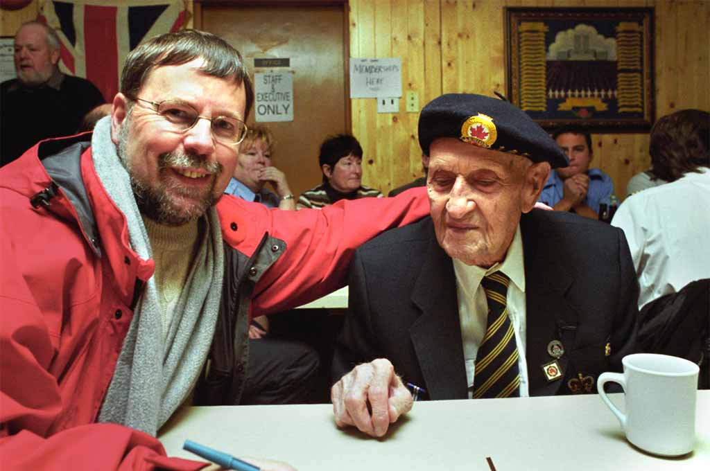 Rod Mickleburgh and veterans remembrance day 2015