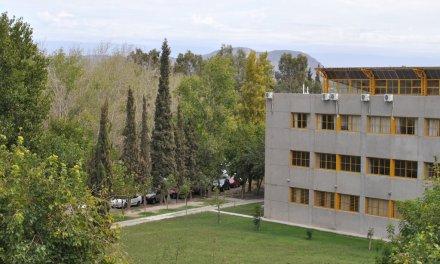 Enfermería: Cinco cargos de Profesor Ordinario Titular – dedicación Simple, carácter efectivo.