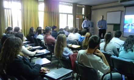 Representantes de YPF buscan profesionales en nuestra facultad