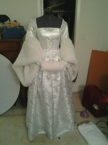 Little muff with showcase gown