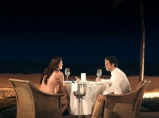 couple-dining-at-palms