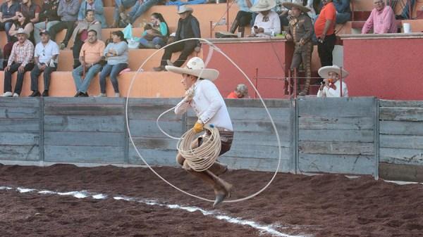 Con tres manganas a pie, Joel Gómez allanó el camino al triunfo de Grupo Xicuco