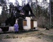 10_mg_len07_burnedhouse_web