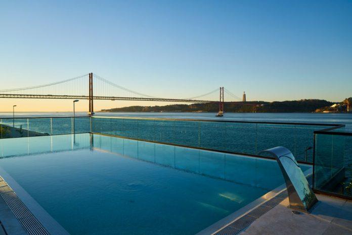 SUD Lisboa Pool Lounge
