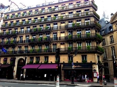 Paris 7762 Near Paris Le Grand Copyright Shelagh Donnelly