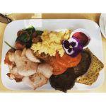 The #massive #Caveman #Breakfast at #BlueTruffleGourmetDeli.  Would you below its #GlutenFree and #Paleo? #Eggs #Bacon #Steak #Chorizo #Spinach #Tomato #BeetrootRelish #NotVegan #Rockhampton #Queensland #nocatsforaweek #VisitCapricorn #Instafood #igersrockhampton #Instagood #Foodporn #bigbreakfast #cheatday