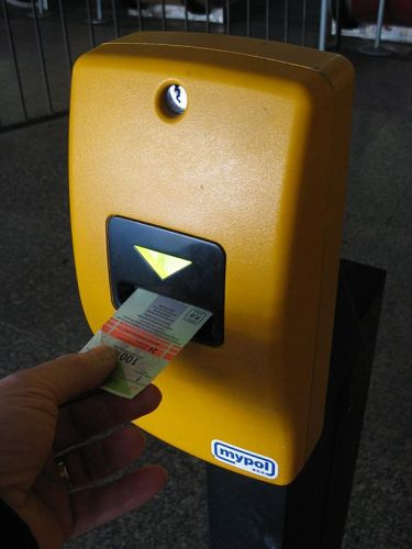 576px-prague_metro_ticket_validation