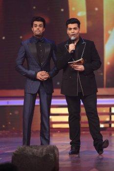 Manish Paul and Karan Johar (Source: tellydhamal.com)