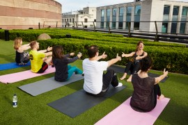 exercise-in-the-city-pilates-class-at-coq-dargent-5