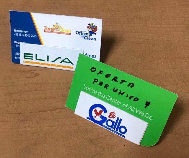 Los porta etiquetas se pueden personalizar y quedan listos para poner la información que se requiera dejando visible el  logo de la empresa