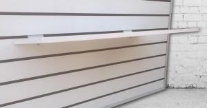 Tabelro de panel ranurado con repisas
