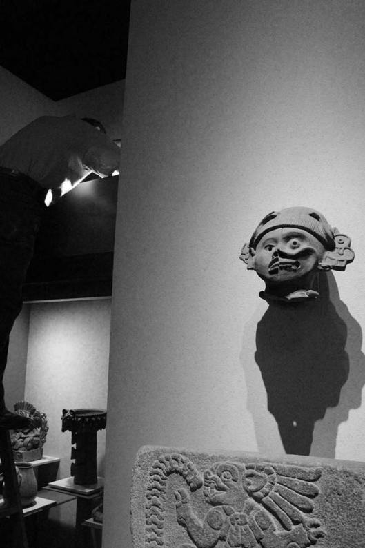 Arreglando los focos larga from the series Notes on the Total Destruction of the National Museum of Anthropology, 2014– Courtesy of Eduardo Abaroa