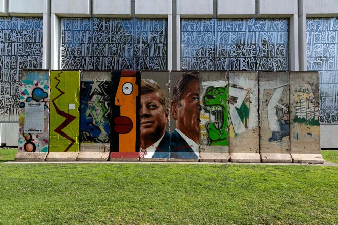 Carol Highsmith The Wall Project Presented by the Wende Museum. Portions of the Berlin Wall, Los Angeles California, 2012 Library of Congress