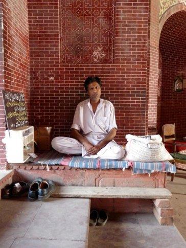 Attendant at Masjid Wazir Khan (2010)