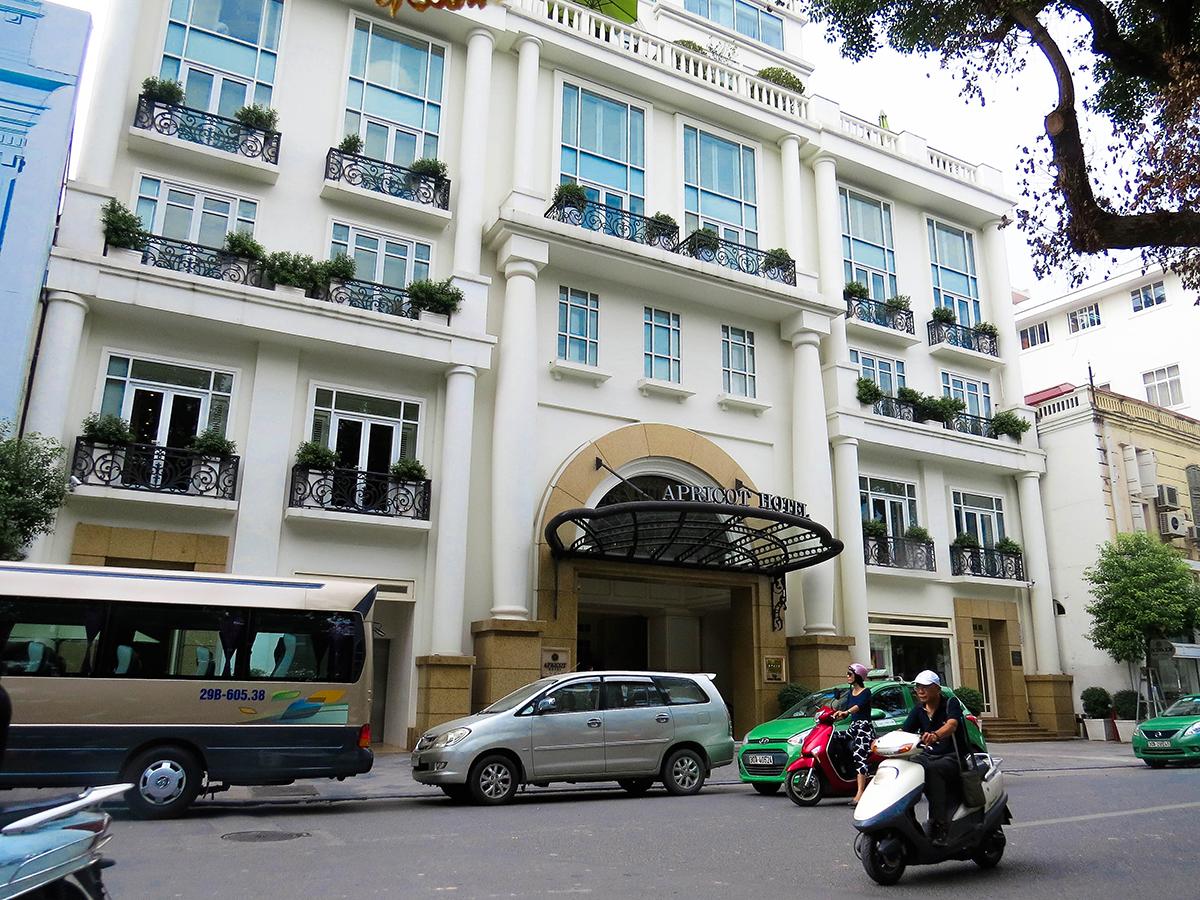 o exclusivo Apricot Hotel fica às margens do lago e oferece uma das mais belas vistas dessa região