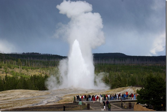old_fathful_geyser_from_the_old_faithful_inn_porch