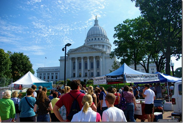people_at_the_Madison_Wisconsin_farmers_market