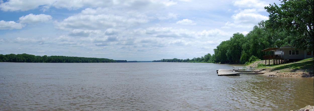 Mississippi River at Clarksville, Missouri, June 8, 2007