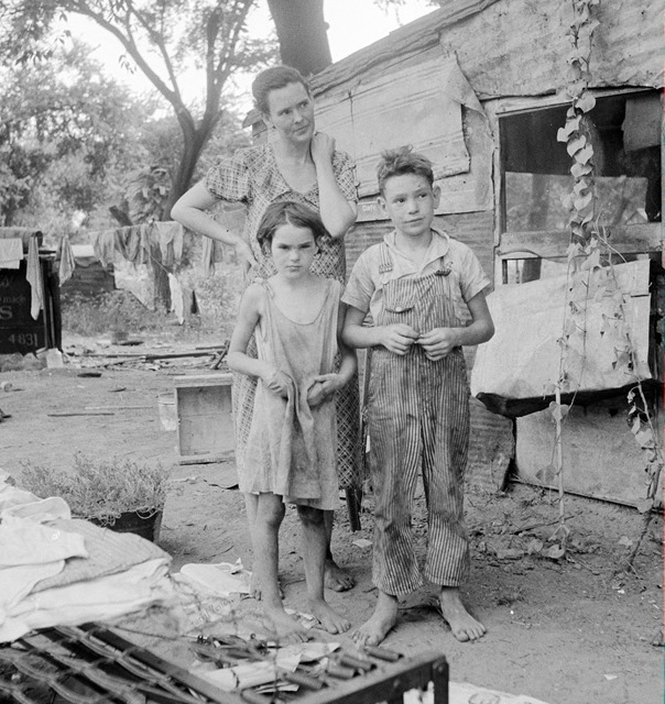 Woman and children in Elm Grove Shacktown, Oklahoma County, Oklahoma 1936