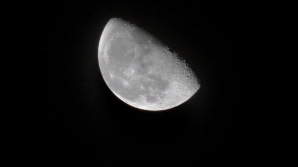 Mond ist stellenweise grün