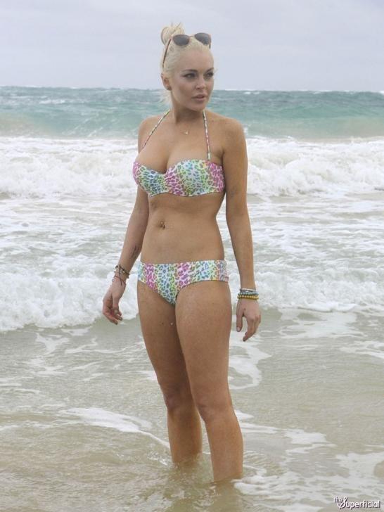 Lindsay clubine en bikini