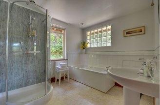 Chauffeur's Cottage- Bathroom