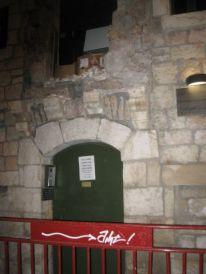 11-entrance-swedish-institute-damaged1.jpg