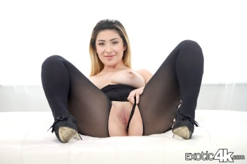 RuinMyStockings_E4K-04