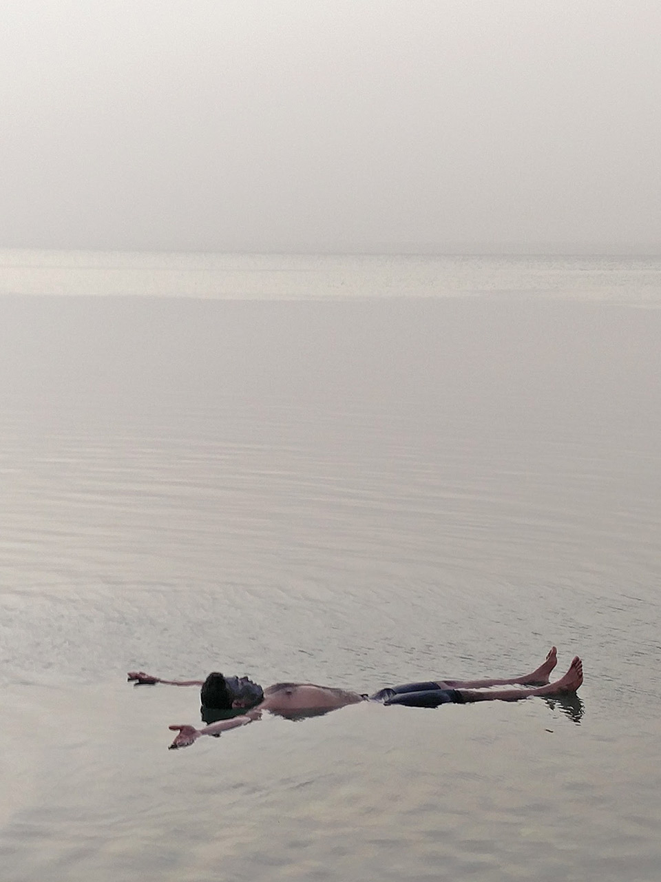 dead_sea_jordan_floating