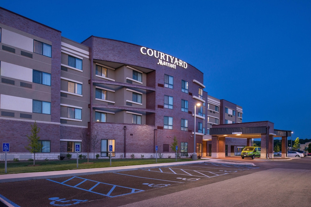 The DoubleTree St Louis Hotel In Chesterfield MO DoubleTree By Hilton Hotel  Conference Center St Louis MO Pool O Fallon Hotels Staybridge Suites  Ofallon ...