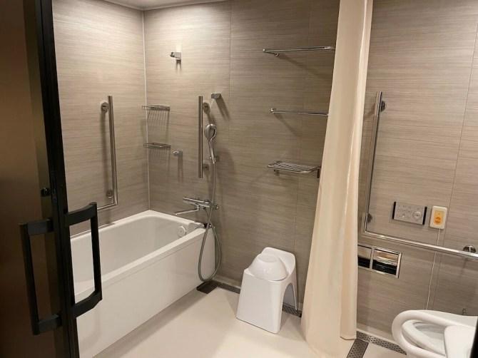 【センレン京都 東山清水】アクセシブルツイン(27平米)のバスルーム