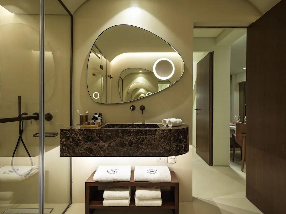 Brown Beach Corinthia a member of Brown Hotels, Loutraki-Agioi Theodoroi, Executive Suite Sea View with balcony, Bathroom