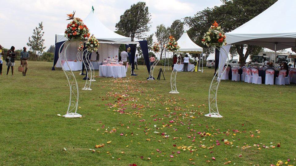 Fine Garden Wedding Decor As Ann Weds Brian At Sky Blue Gardens Interior Design Ideas Clesiryabchikinfo
