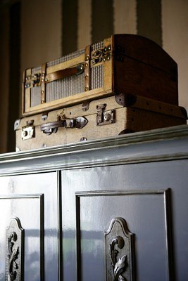 old-suitcases-on-the-wardrobe-vintage-style