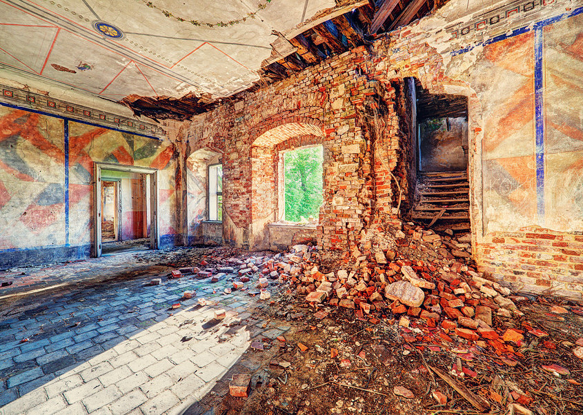and yet, these photos show that there can still be beauty in decay.(Photo: Lucas Malkiewicz)