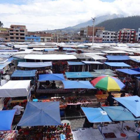 der Markt von Otavalo von oben