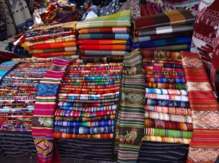 Stoff-Varianten aller Art in Otavalo