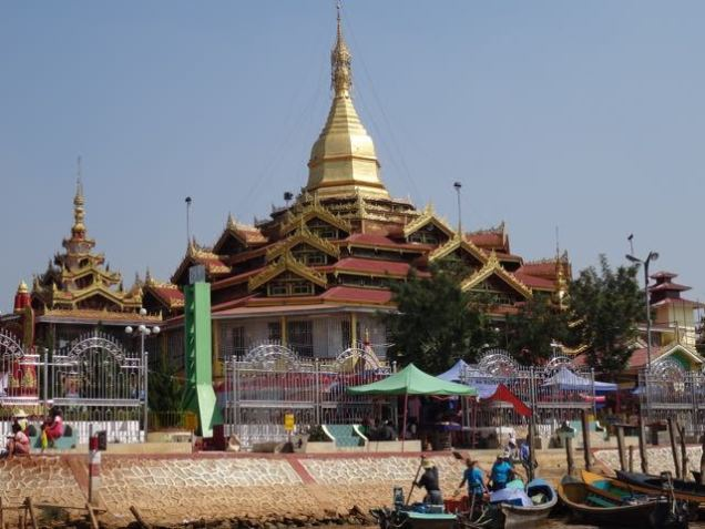 Pagoden im Inle-See