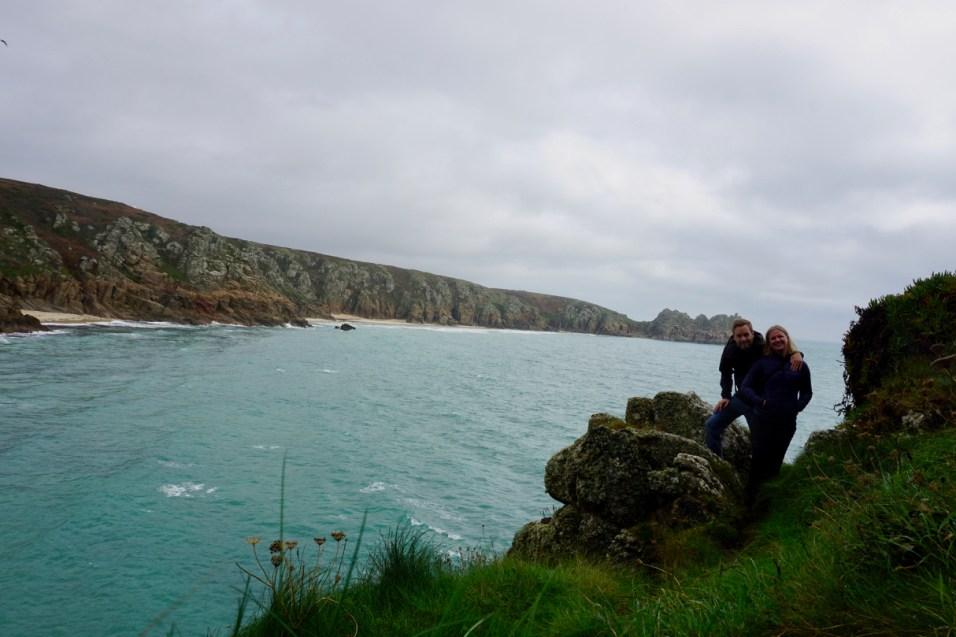 Steilküste von Cornwall beim Minack Theatre