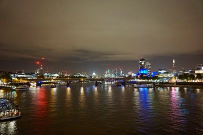 Themse in London bei Nacht