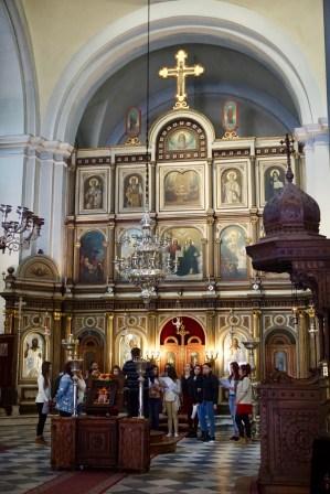 Goldener Innenraum einer Kirche