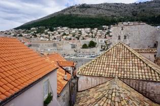 Häuserdächer mit roten Ziegeln